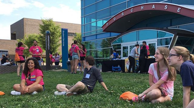 Orientation Leaders working with their small groups on The Great Lawn during summer Orientation.