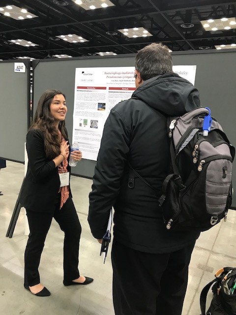 Lina Ruiz (Biology, '19) presents her research at ABRCMS 2018.