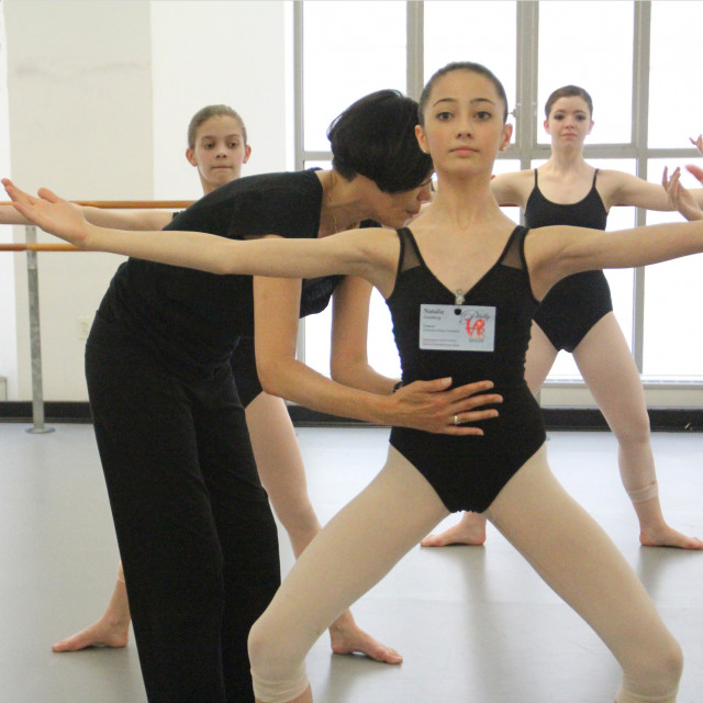 Stephanie Tooman teaching modern during the Regional Dance America/Northeast 2015 Festival.